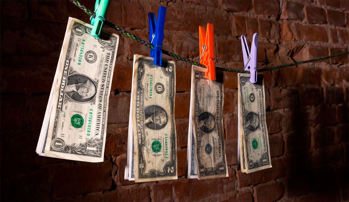 Ветхие доллары и евро: как обменять поврежденные банкноты